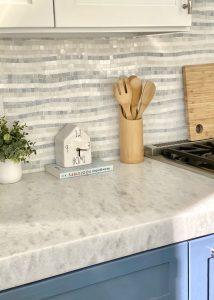 Mosaic tiles pattern kitchen backsplash