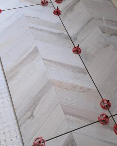Modern Wood Look Porcelain Tile with Spacers For Floor Installation